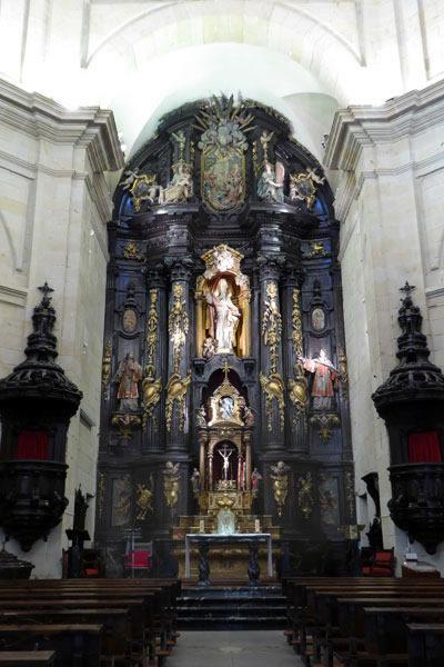 Altar en la iglesia San Nicolás altar