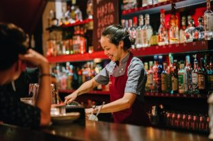 Bartender mujer