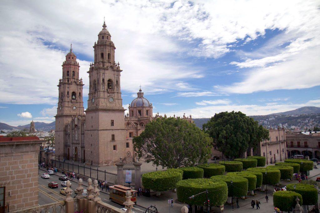 La emblemática Catedral de Morelia cuenta con más de 200 años de historia -  Entorno Turístico
