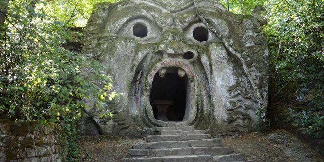 La puerta en el bosque de los muertos