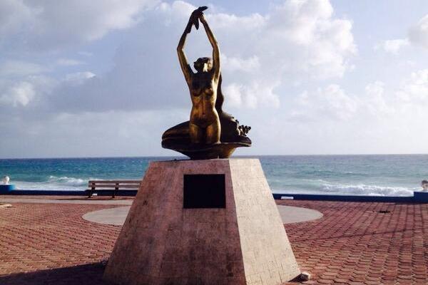 Monumento a la trigueña en isla mujeres 2