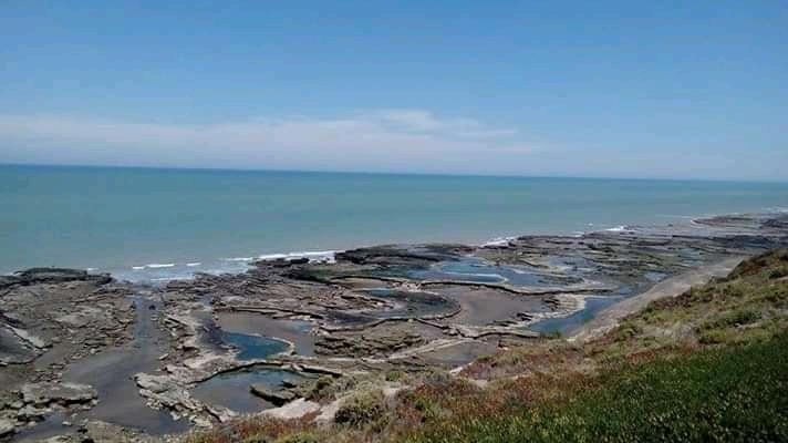 Piletones naturales en la playa La Loberia