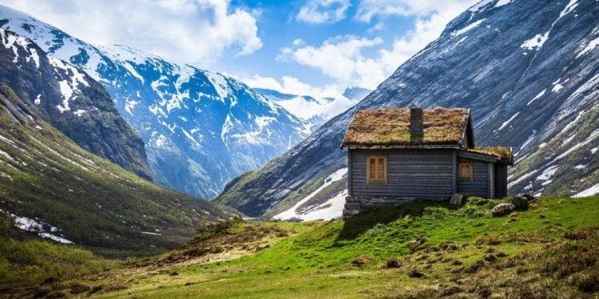 Cabaña entre montañas