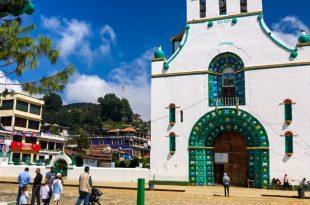 Iglesia y plaza de San Juan Chamula