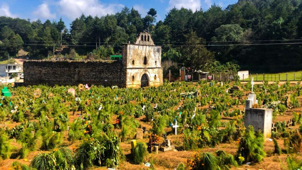 Ruinas del Templo San Sebastián y el cementerio de San Juan Chamula