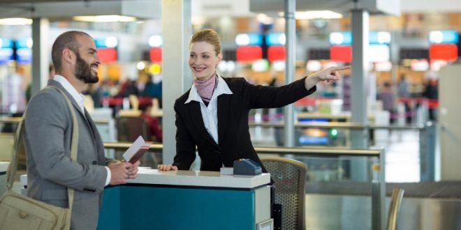 representante de atención al pasajero en el Aeropuerto