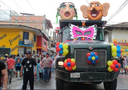 Ño Carnavalón junto a la Carnavalona