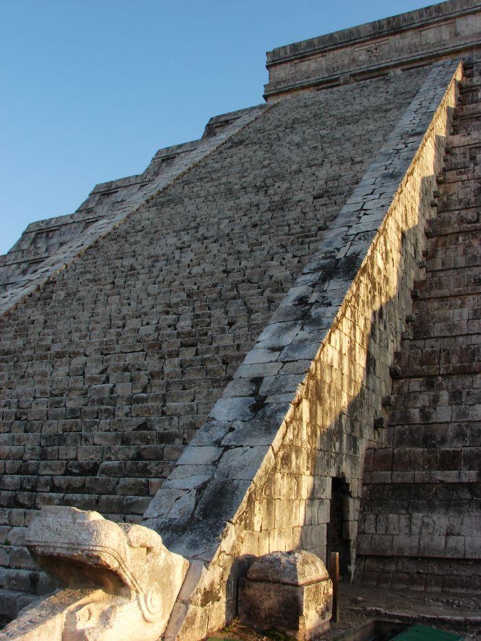Serpiente en el Templo de Kukulkán en Chichen Itzá