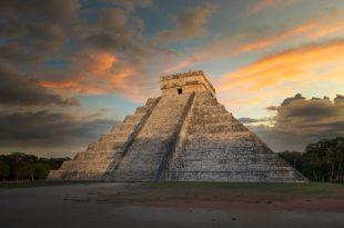 Templo de Kukulkán en la Zona Arqueológica de Chichen Itzá