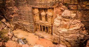 Vista de El Tesoro desde arriba, Petra, Jordania