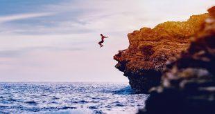 cliff jumping actividad del coasteering