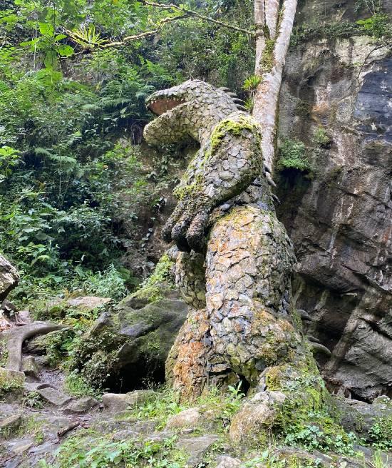 Dinosaurio en Piedra en Cueva en Ventanas de Tisquizoque