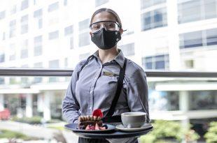 Mujer trabajadora de turismo