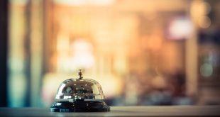 timbre campana en recepción de hotel