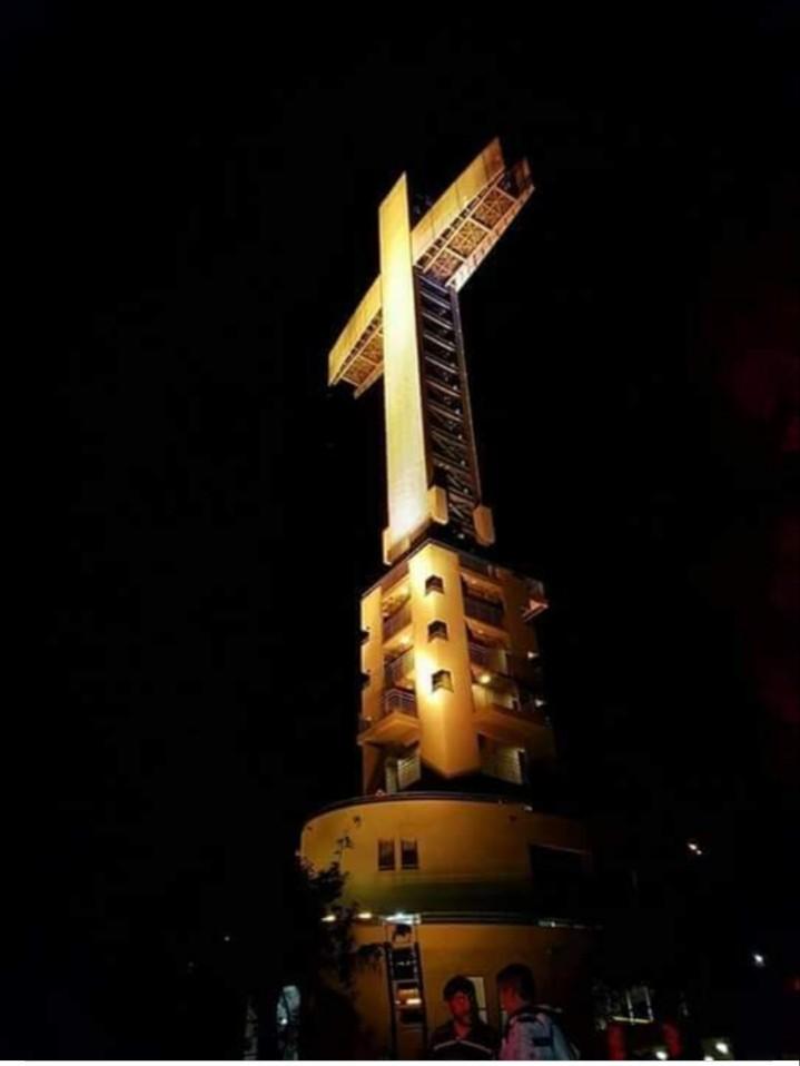 Parque temático de la Cruz foto de noche