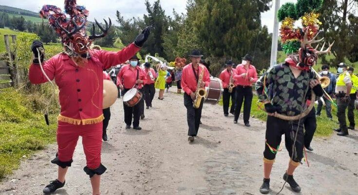 Personajes del desfile de Píllaro Banda