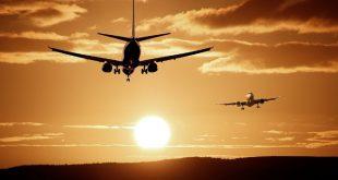 avión y el sol