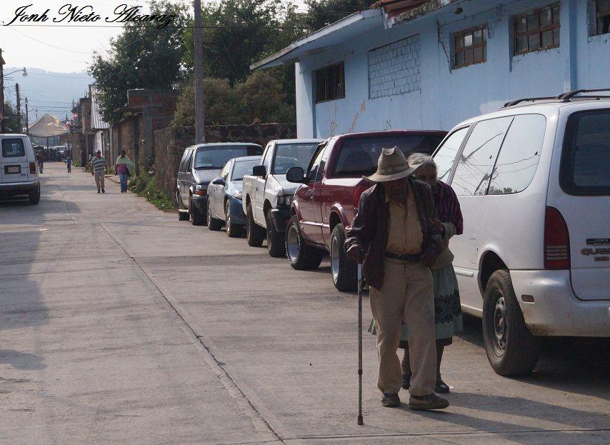 Adultos mayores en Pichátaro