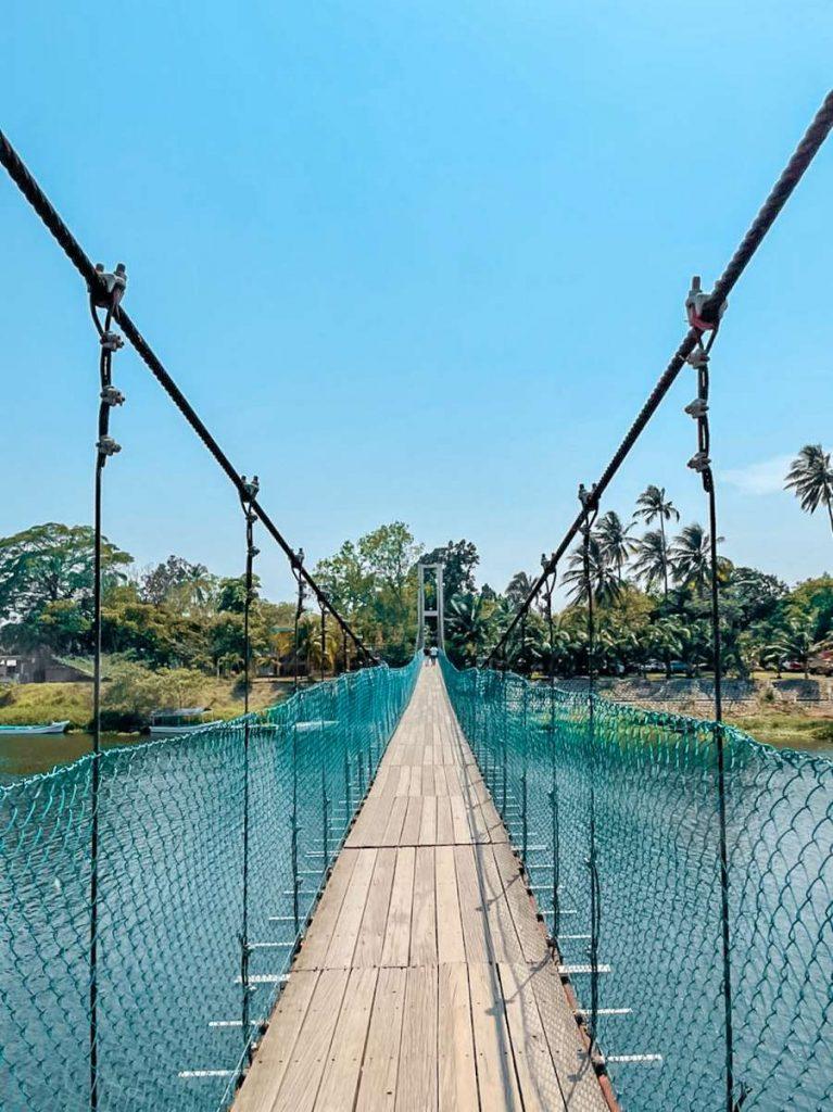 Puente colgante en La Antigua