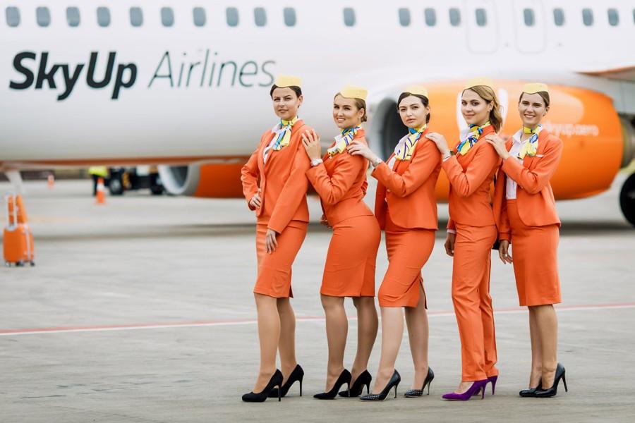 Azafatas de la aerolínea SkyUp