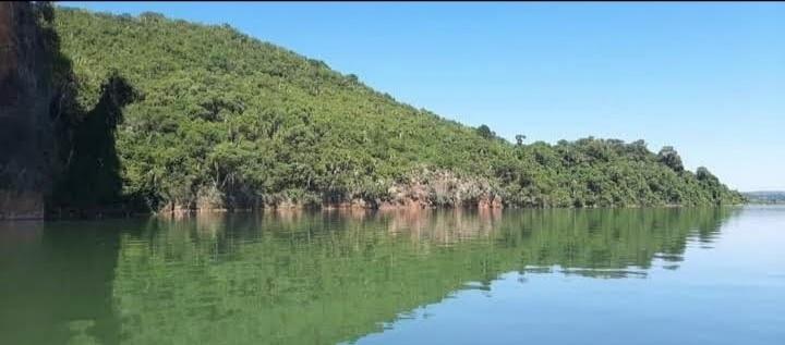 Perfil del Peñón de Teyú Cuaré desde el río