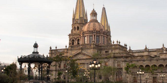 Plaza de Armas y Catedral de Guadalajara