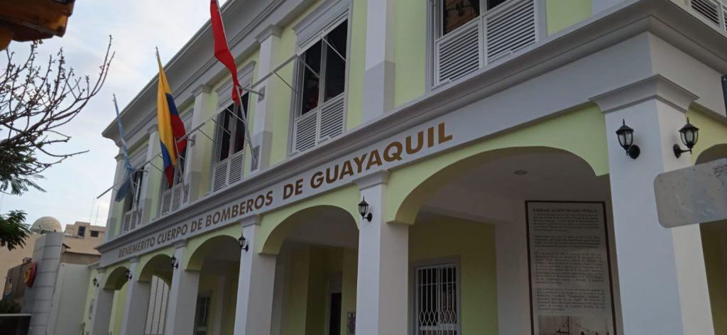 Benemerito cuerpo de bomberos de Guayaquil en la calle Panamá