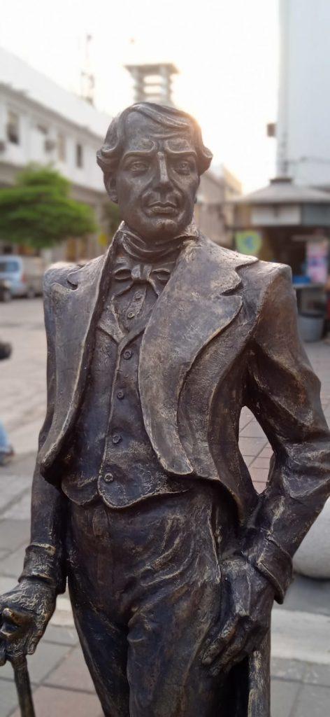 Escultura de Vicente Rocafuerte en la calle Panamá