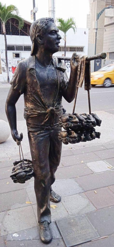 Escultura del cangrejero en la calle Panamá