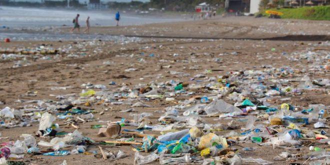 Plásticos y basura en playas