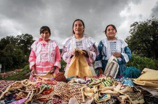 Artesanas mazahuas de textiles
