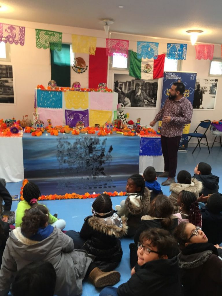 Conferencia de México a niños de París