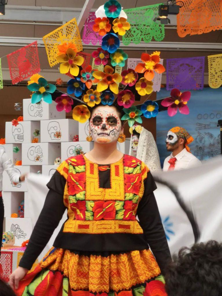 Desfile trajes del día de muertos en París