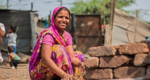 Mujer en una comunidad indígena