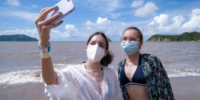 Mujeres en playa de Jalisco