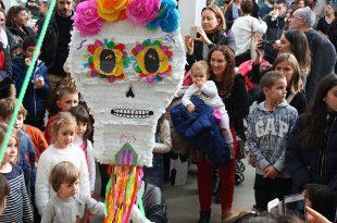Piñata mexicana y niños franceses